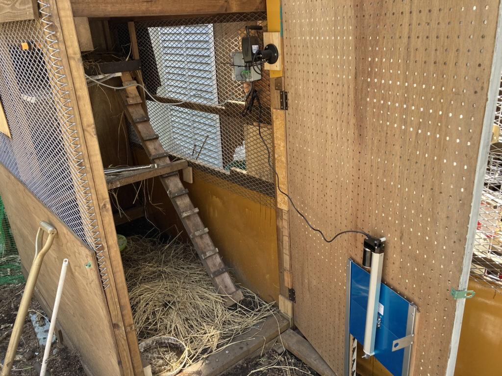 鶏小屋用の自動ドア設置